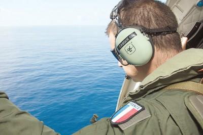 法国空军参与搜索,唯独一无所获。