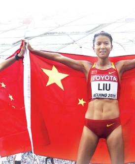刘虹(右)和吕秀芝(左)进鸟巢前已约定好谁夺冠。