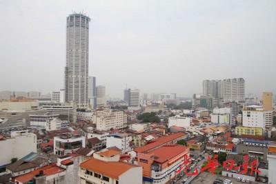 槟城烟霾情况好转,能见度也大幅提升,让广大大楼也不再淹没在烟霾里。