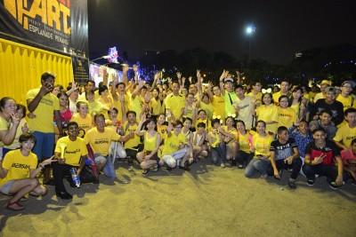 """檳民众在原关子角雨中高呼""""Bersih""""口号,连同步迎接国庆倒数。"""