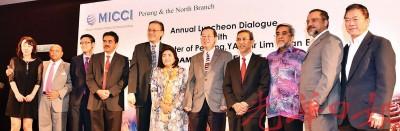 马来西亚国际工商总会与槟城及北马分会与槟州首长林冠英(右五)于年度午宴进行交流会。(左起嘉宾为)吕丽莲、再里尔、陈源辉、拿督威拉查丽娜峇峇、拉昔、阿都玛力、佳日星及林峰成。