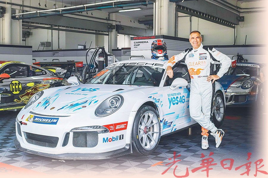 """亨利·理查德本周将驾驶披上""""Yes 4G""""流动网络外饰的保时捷911GT3,在赛道上竞技。"""