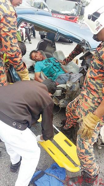 男司机重伤,被送入亚罗士打医院抢救。