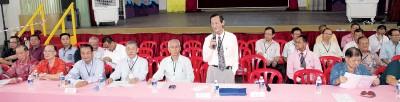 霹雳中华大会堂会员大会未开始已经有浓浓的火药味,会员针对议长人选已预定的事宜提出反对。