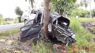 轿车的车头被撞得毁不成形。