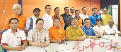 古占(前排左起)、潘伟斯、沙拉胡丁、阿米诺胡达、刘镇东及张念群等人出席记者会。
