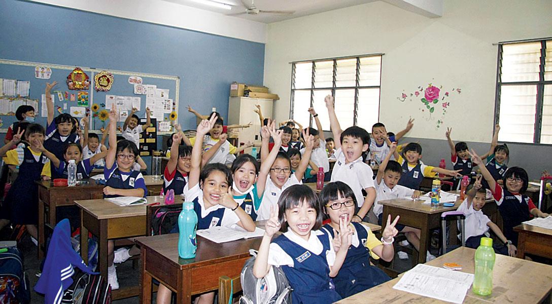 学校停课2天,学生高兴得欢呼。