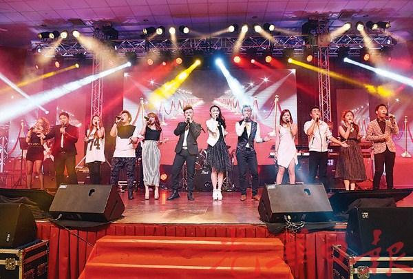 """12名来自东南亚国家的唱将以一首""""掌声""""来欢迎嘉宾们。"""