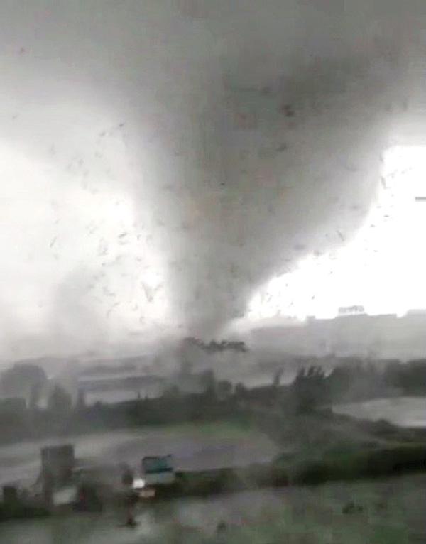 据悉顺德有工厂受损严重,多人受伤。