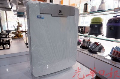 各大空气净化器近期被民众疯狂抢购。