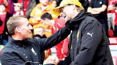 克洛普(右)开展最快于本周五同利物浦签约,代表罗杰斯(左)。