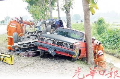 逼真的车祸演习。