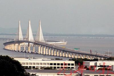 槟城苏丹阿都哈林大桥(老二大桥)更得国际殊荣。