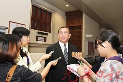 谢春荣在庭外向媒体表示对法庭判决感到失望。