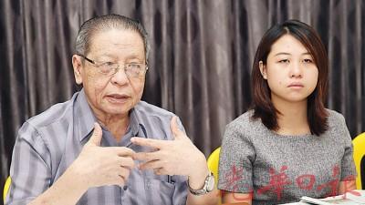 林吉祥(左起)与廖彩彤召开记者会,建议新闻局列印100万份马来统治者理事会所发出的彻查一马发展公司文告。