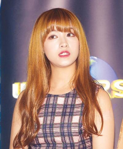 韩国女团CLC第一来马宣传碰正队长承姬之生辰,歌迷为承姬送上蛋糕祝贺生日,受其感动到泪洒签唱会。