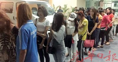 吉打移民局在浮罗交怡看查一批来自泰国与寮国的姑娘。
