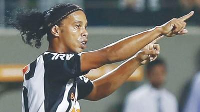 目前已经35岁高龄的巴西传奇球星小罗纳多还不想退役。