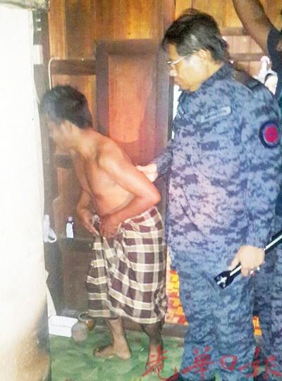 移民厅执法人员扣留一名男性非法外劳。