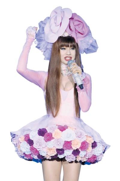 换上花仙子形象的钟洁希也癌患加油打气!