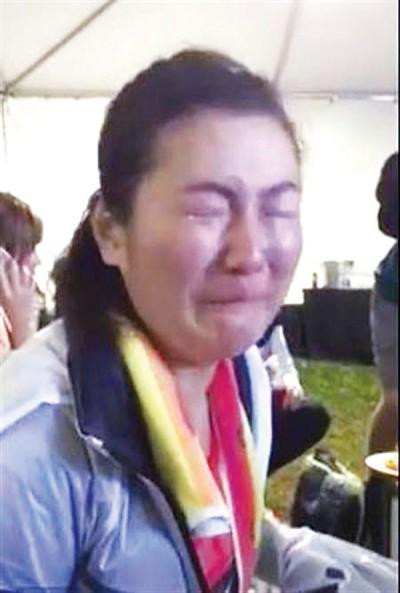 Selina完赛后在后台爆哭。