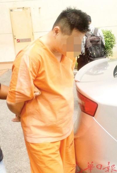 嫌犯星期四(22日)被押送法庭后离开。