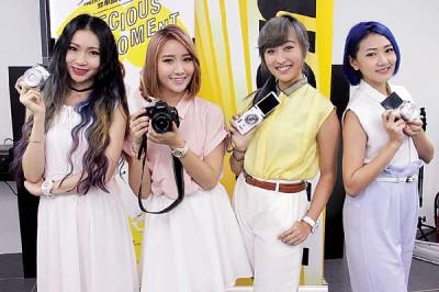 继续成为Nikon推广大使的Precious,希望商家可以再送她们一部相机。