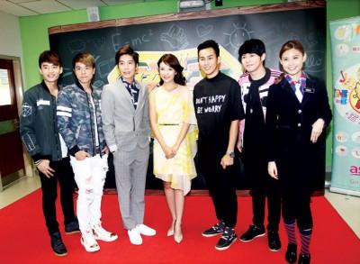 阿哲(左起)、小东、潘裕文、童冰玉、陈立谦、许佳麟和班长Denise陈楚寰为第4季《孩子王》造势。