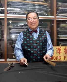 一把剪刀,一把尺,造就了邝福荣洋服店百年光景。