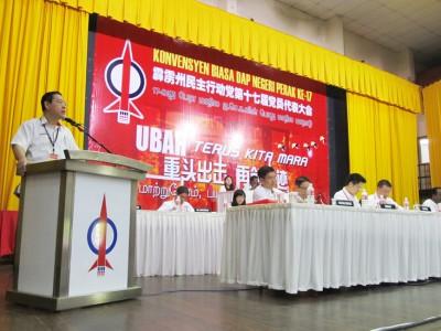 林冠英为行动党霹雳州第17届代表大会主持开幕。