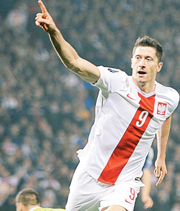 波兰射脚莱万多夫斯基进球停不了。