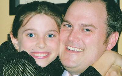 阿纳贝思与父亲摄于2010的照片。