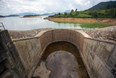 由于受持续干旱天气影响,柔佛林桂水坝的水位降至43%。