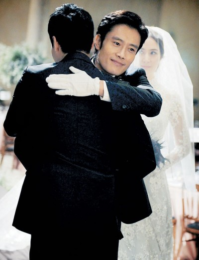 同名韩国小姐出身女星的汉子涉性侵,李炳宪妹夫(坐对镜头)先是间枪。