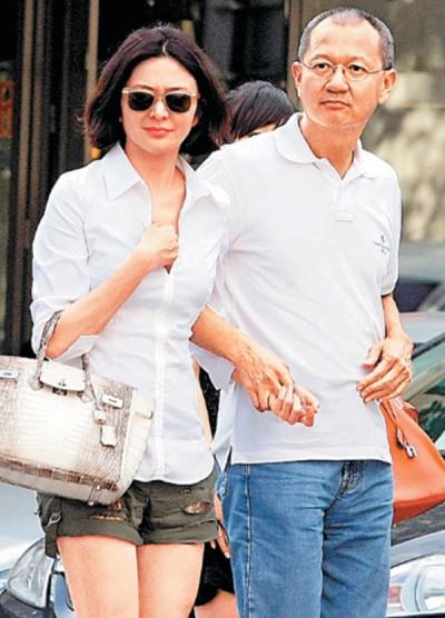 关之琳和陈泰铭从2007年开始屡次被拍出双入对,近年同游足迹也遍布世界。