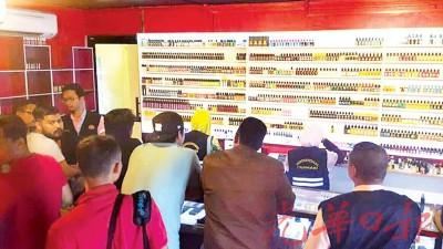 诗布朗再也多间电子烟零售店周四傍晚遭突击检查。