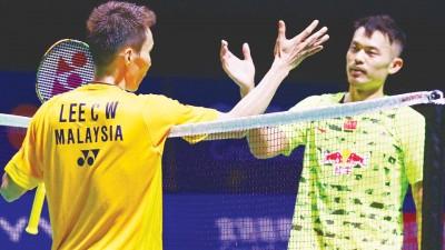 胜出的李宗伟在赛后与林丹惺惺相惜,握手致意。