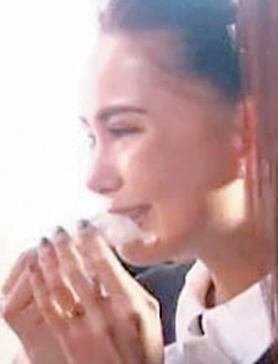 昆凌先前上节目,因太想女儿而大哭。