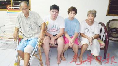 年迈华妇一家;左起彭达成、黄仙水、彭秀珍及陈来彩。