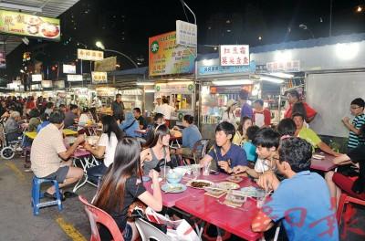 本地人掌厨烹调美食将保存道地美食的原汁原味,吸引更多游客为美食到槟城来。