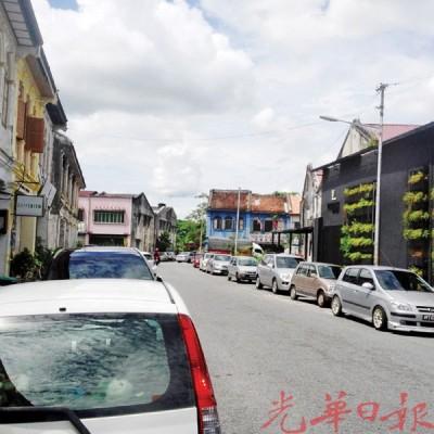 11月28日起至12月31日一个月内,市民可以在路边的停车格免费停车。
