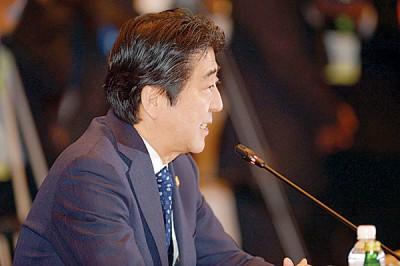 日本首相安倍晋三颁发将起国际反恐情报组织。(法新社照片)