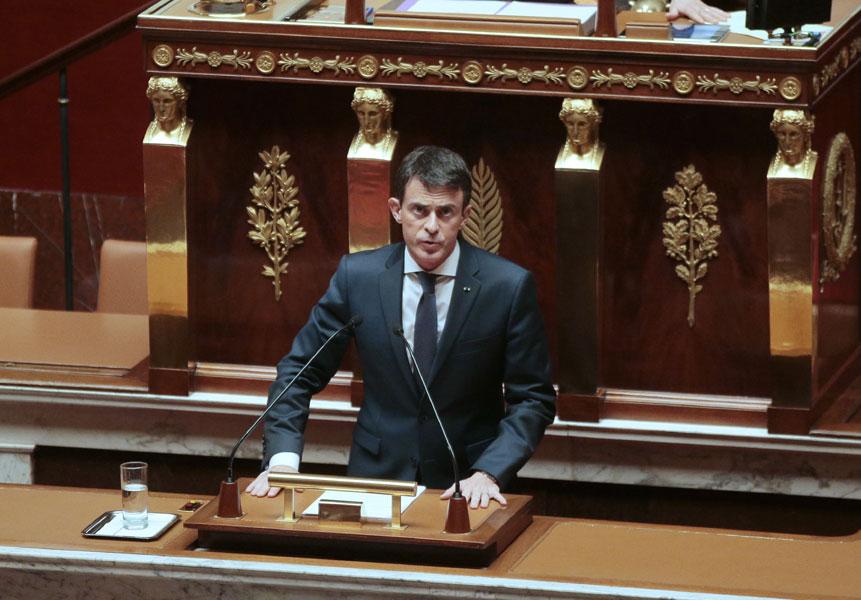 法国总理瓦尔斯发言,争取议员支持延长空袭行动。