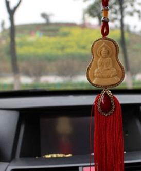 在车内挂神像保平安并非大马独有,在其他国家也是常见。(网络照片)