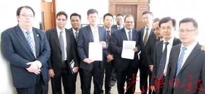王耶宗及阿末阿兹里查等市议员联署支持谴责依祖利的动议。