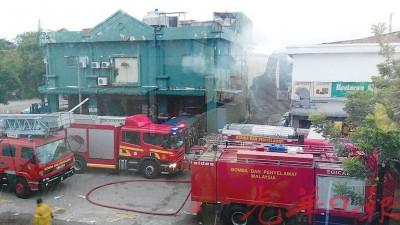 百大年宜康省霸市货仓室失火,消拯局展开灌救行动。