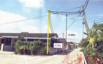原下坠的电线(4.7米)经国会公司修复后就成为5.49米,连增设一开电灯柱撑起及乔正电灯柱。(示意图)