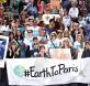 美国环保分子呼吁确保在巴黎举行的联合国气候变化大会(COP21)协议有效落实。(法新社照片)