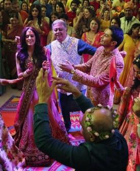 梅赫塔(黄圈)豪掷1400万英镑(约9000万令吉),为其独子罗汉(绿圈)安排一连3天的豪华婚宴。