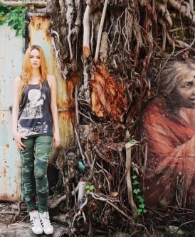 茱莉亚新壁画《印度老妇》。